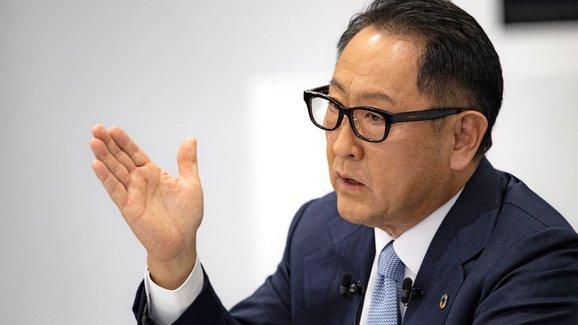 Šéf Toyoty opět kritizoval přechod na elektromobilitu, o práci mohou přijít miliony lidí