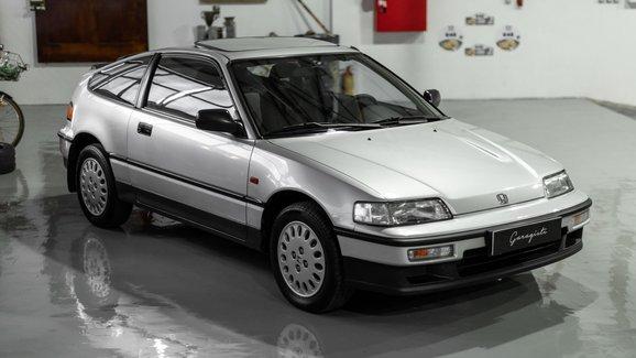 Zázrak. Tahle Honda CRX z roku 1990 najezdila jen 17 kilometrů. Teď je na prodej