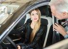 České řidičky si neumějí představit život bez auta. Vybírají je hlavně podle ceny
