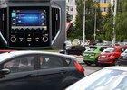 Proč vypínáme rádio při parkování? Odpovědí je multitasking