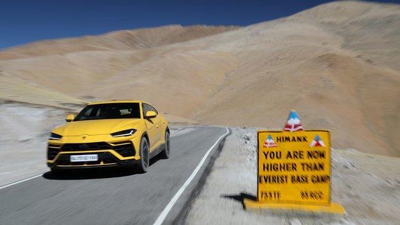 Lamborghini vyjelo nad základní tábor Mount Everestu, aby ukázalo všestrannost