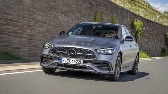 Mercedes třídy C do zásuvky prozrazuje české ceny. Na elektřinu zvládne přes 100 km