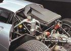 Dostat se k motoru Porsche 911 GT1 chce několik minut a správné nářadí