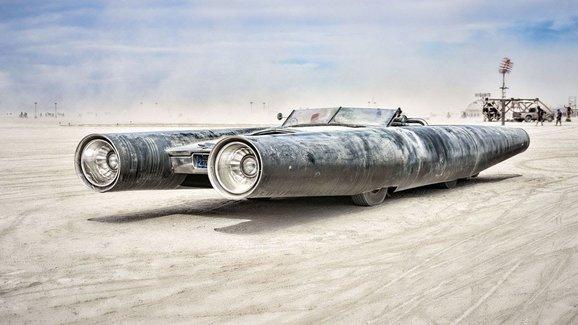 Steampunkovou raketu na silnice si koupil nový majitel za 800.000 Kč