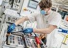 Výroba aut v létě kvůli nedostatku čipů klesla o 39 procent na 112.481 vozů
