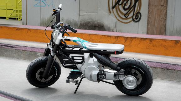 BMW CE 02 je koncept malé elektrické motorky do města. Slibuje dojezd až 90 km