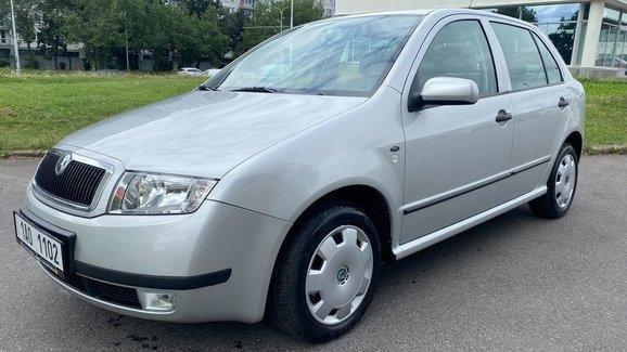 K mání je Škoda Fabia z roku 2001, která ještě nenajela ani 2.300 km